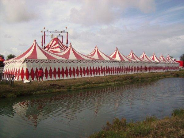 les tentes sont montées !!!