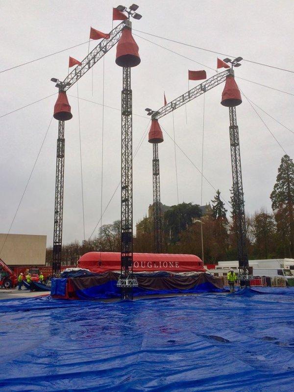 le cirque D HIVER BOUGLIONE s installe au mans pour une semaine !!!!