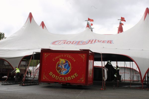 démontage du cirque D HIVER BOUGLIONE à nantes !!!!