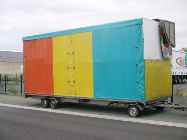les convois des forains arrivent sur la cote vendéenne ça sent l été !!!!