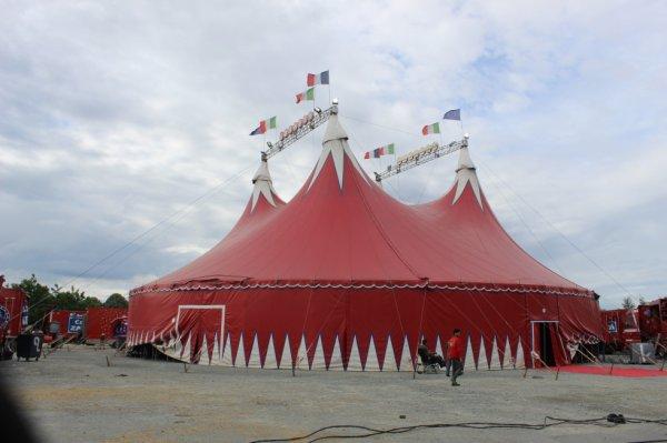 les cirques claudio et nicolas ZAVATTA installés à la roche sur yon !!!!
