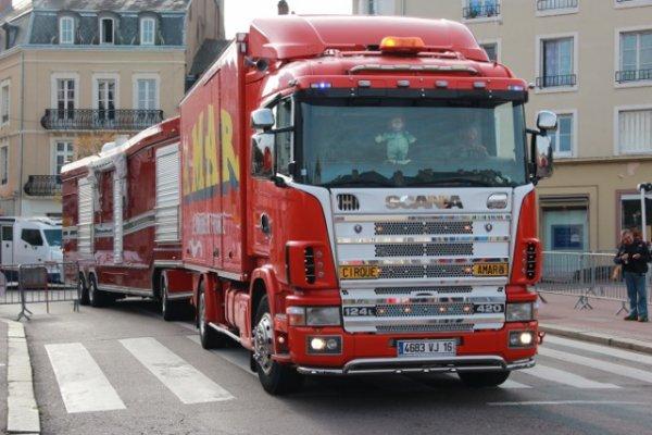 Arrivée du cirque Amar a Autun (semaine du cirque).
