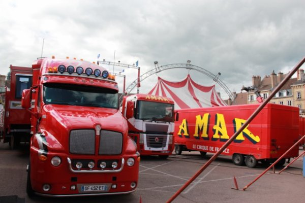 Arrivée du cirque Amar a Autun (semaine du cirque).6
