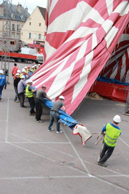 Arrivée du cirque Amar a Autun (semaine du cirque).7