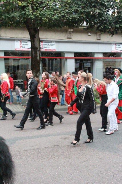 Parade du Cirque Amar, centre ville d'Autun.1