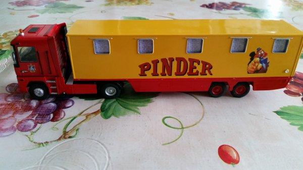 SEMI COUCHETTE - PINDER et son TRACTEUR TERMINEE ( modéle mini-cirque)