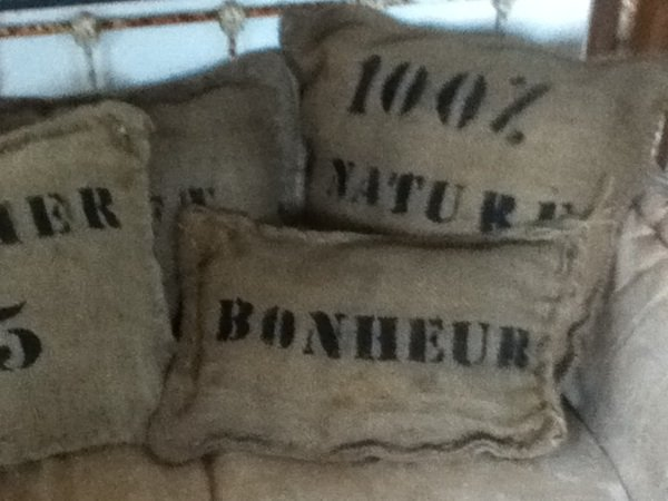 coussin toile de jute philosophie d interieure. Black Bedroom Furniture Sets. Home Design Ideas