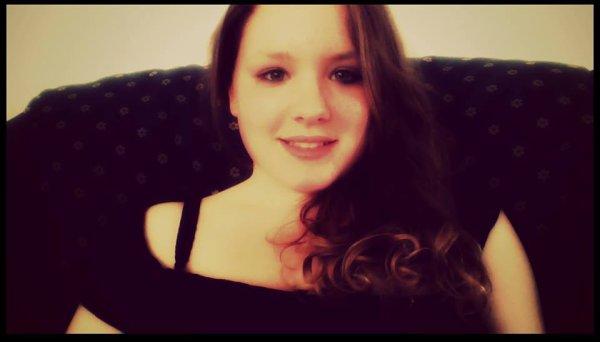 Mon vrai prénom est Céline Collinet :)