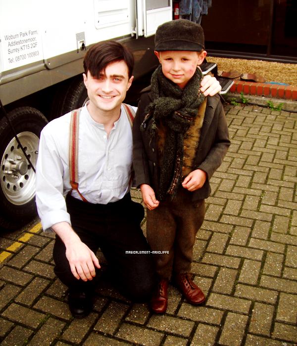 """Nouvelle photo de Daniel sur le tournage de """"A Young Doctor's Notebook"""""""