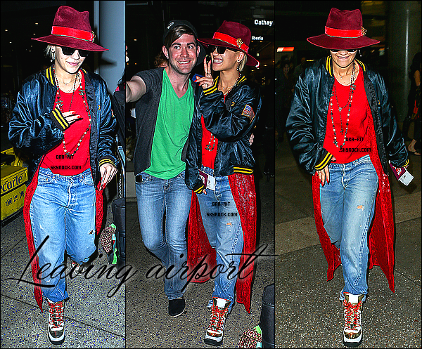 • 20 OCTOBRE 2014 - CANDIDS & PHOTOSHOOT - LONDRES/LOS ANGELES Rita a été aperçue quittant un hôtel en ce lundi pour se rendre à un aéroport à Londres. Elle a ensuite été aperçue quittant l'aéroport LAX à Los Angeles. Elle a été également aperçue le 21 sur un tournage a LA. Découvrez ou redécouvrez le photoshoot de Rita pour sa collection en collaboration avec Adidas Originals.