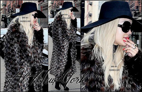 • 11, 12 DECEMBRE 2014 - APPEARANCE & CANDIDS - NEW-YORK Jeudi, Rita a été aperçue dans les rues de New-York. Ensuite, Rita a été aperçue arrivant dans un bâtiment de New-York, puis, elle s'est rendue au iHeartRadio Jingle Ball 2014 ainsi qu'au Z100's Jingle Ball 2014 organisé par Goldfish Puffs. Elle a passer sa soirée en compagnie de nombreuses stars comme Charli XCX ou encore Nick Jonas.