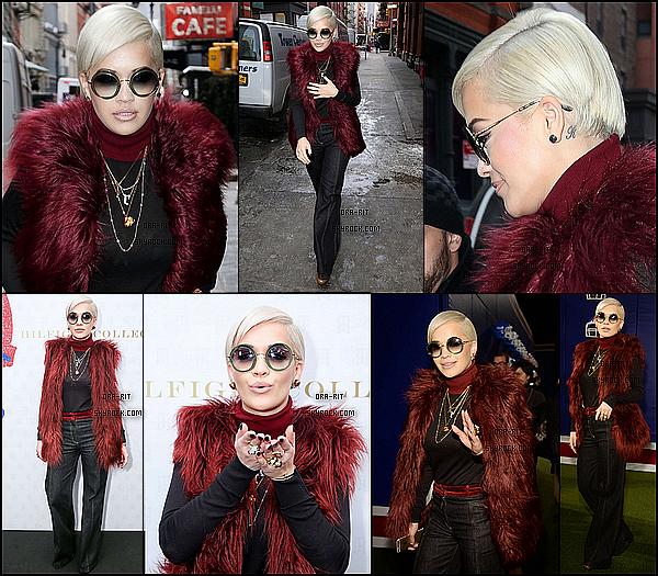 *18/02/15 - Rita a été vue se baladant dans New-York et ensuite, elle s'est rendue au défilé de Tommy Hilfiger. Rita est donc vêtue d'une tenue assez particulière, j'avoue ne pas être fan du pantalon et des lunettes.. *