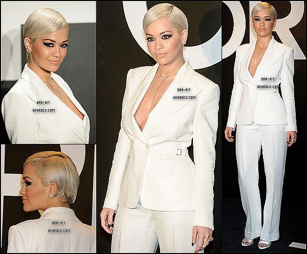 *21/02/15 - Rita s'est rendue au défilé de Tom Ford à Los Angeles. Rita est donc vêtue d'une tenue plutôt blanche. Je la trouve très élégante, beau top de la belle.*