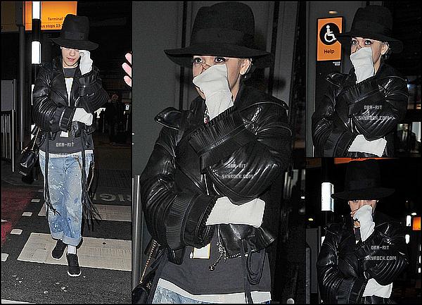*09/03/15 - Rita a été vue dans les rues de Londres. Je suis pas très fan de la tenue, mais elle reste classe. Coup de coeur personnel pour le sac.*