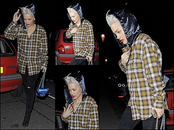 *24/03/15 - Rita a été vue dans les rues de New-York. Je trouve Rita juste parfaite ici, une vrai bombe! La couleur lui va à ravir, les habits sont accordés bref... parfait!*