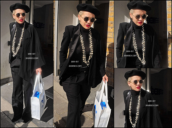 *31/03/15 - Rita est aller faire du shopping chez Adidas à Londres. Alors que le retour du soleil réjouit tout le monde, Rita, elle, s'habille chaudement et tout en noir... *