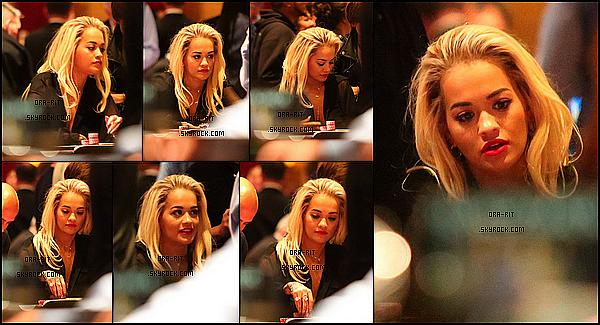 *16/05/15 - Rita était dans un casino à Las Vegas. On ne peut malheureusement pas voir sa tenue, mais j'aime beaucoup ses cheveux de la sorte. Je la trouve magnifique. *