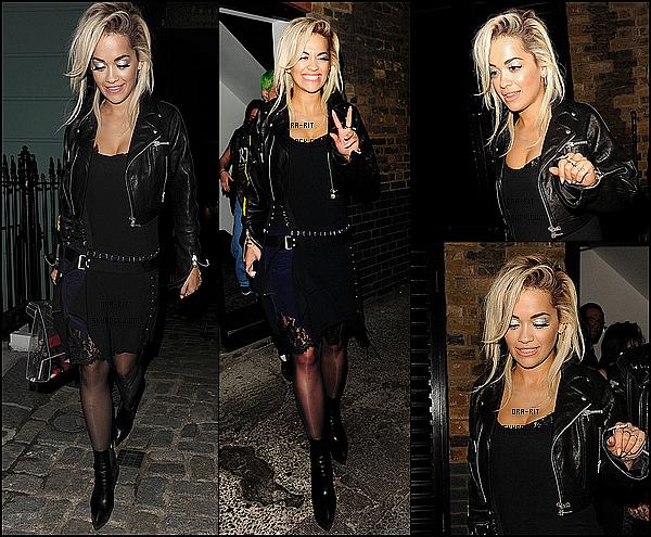 *12/06/15 - Rita a été vue dans les rues de Londres. Rit', toute de noir vêtue et toute souriante, a été vue se baladant le soir dans les rues de Londres accompagnée de Ricky.*