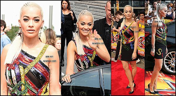 *16/07/15 - Rita a été vue une fois de plus aux auditions d'X Factor à Londres. Rita enchaîne donc les tenues originales ces derniers jours, je la trouve cependant magnifique dans cette tenue qu'elle porte à merveille.*