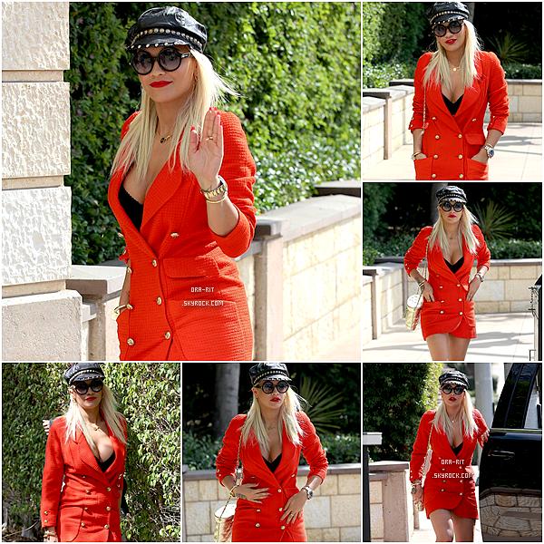 *06/08/15 - Rita a été vue allant à un studio dans Los Angeles. Rita était donc ici habillée de façon décontractée et paraît un peu fatiguée. Lendemain de soirée trop dur Rita? *