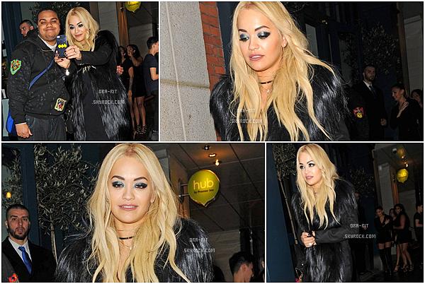 *03/12/15 - Rita a encore été vue se balandant dans Londres. La miss s'est mise sur son 31 et en a même profiter pour prendre des photos avec ses fans.*