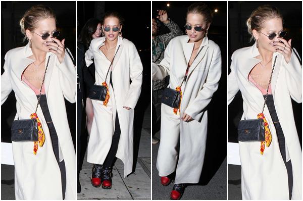 *17/02/17 - Rita a été vue marchant et rentrant dans une voiture dans West Hollywood. Rita été toute vêtue de Louis Vuitton. Elle n'avait pas l'air ravie de voir les pap's... Je n'aime pas ses chaussures par contre. *