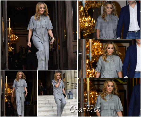 *10/05/17 - Rita a été vue quittant son hôtel à Paris. Rita a opté pour une tenue très spéciale mais j'avoue que je trouve que cela lui va bien. Elle est magnifique en plus. TOP !**