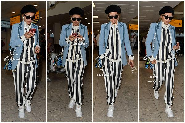 *13/06/17 - Rita n'arrête pas de voyager ces derniers temps! Elle a été vue à l'aéroport Heathrow de Londres. Et pour l'award des tenues les plus originales et sorties de nulle part, j'ai nommé Rita Ora! C'est sérieusement encore un flop pour moi...**