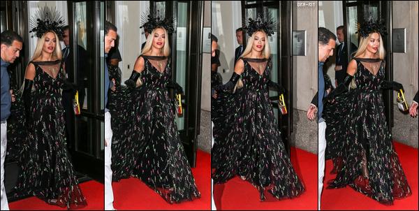 *06/05/18 - Rita a été vue arrivant à la pre-party du MET Gala organisée par Harry Josh, à New-York. Rita Ora avait, en plus de cela, un petit problème niveau make up... En effet, du concealer (?) avait mal été étalé. Côté tenue, je suis pas très fan.**