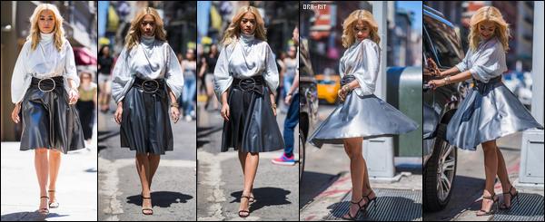 *11/06/18 - Rita Ora était au Trevor Project's TrevorLIVE Gala et a quitté le Bowery Hotel, à New-York City. Je suis assez mitigée concernant sa tenue. J'aime beaucoup le haut mais un peu moins le bas (surtout les chaussures). De plus, je la préfère en blonde. **