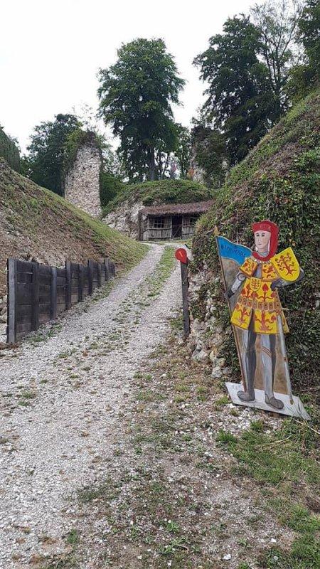 ruines cheateau fressin un super endroit ou j'aime me ballader me poser et visiter a decouvrir 62