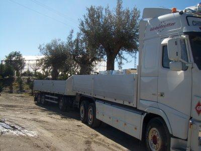 suite de la semaine et retour d'Alméria avec un superbe chargement d'olivier vieux de 300 ans ça passé juste les ponts