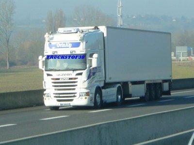 voila pour ceux qui me demandé j'ai emprunté une photo a truckstof38 et une autre à trucksfred63 2 pro de la photo et c'est le nouveau R500 à patrick on peux deja constaté les modif avant apres..