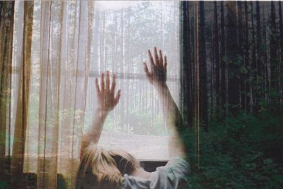 J'eus le coup de foudre, un petit tremblement de terre, une tempête dans le coeur, une avalanche d'étoiles et de lumière.