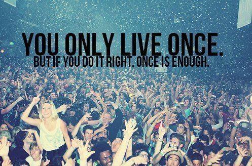 Profite aujourd'hui avant que la vie ne soit plus dure avec toi. Laisse les petites embrouilles du quotidien, et ne t'arrête pas sur les choses inutiles.