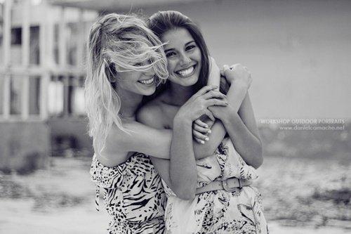 Un véritable ami, c'est celui qui te soutient alors que tous les autres te laissent tomber