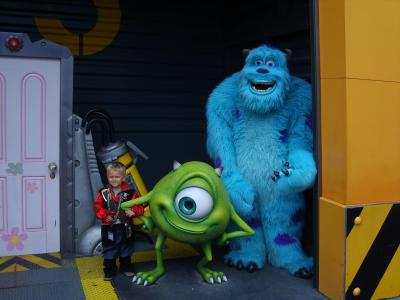 Walt Disney Studios Oscar Qui Pose Avec Les Personnages De