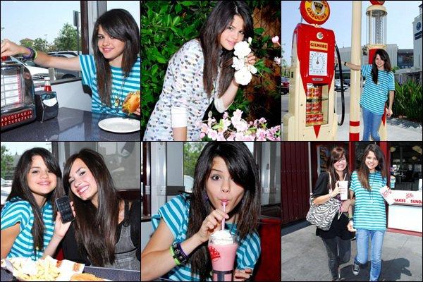 Decouvre ou redecouvre un photoshoot datant de 2008, avec Demi Lovato.