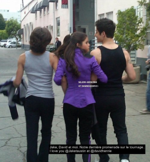 _  Photo twitter .. qui sent la fin des sorciers de waverly place  :(_