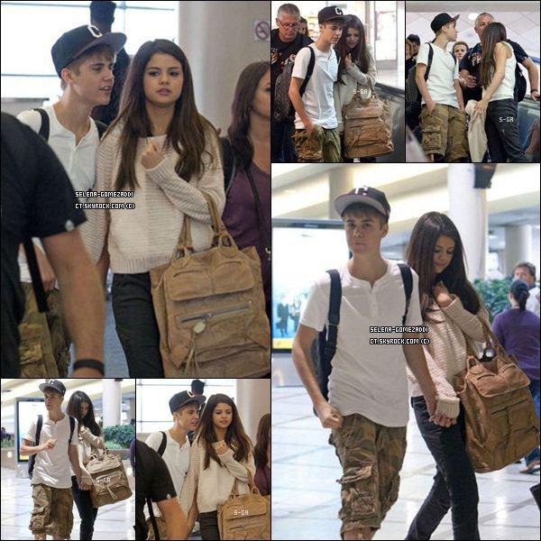 _ 22 mai : Jelena était à Los Angeles, puis le lendemain, ils ont été aperçus en vacances à Hawaii._