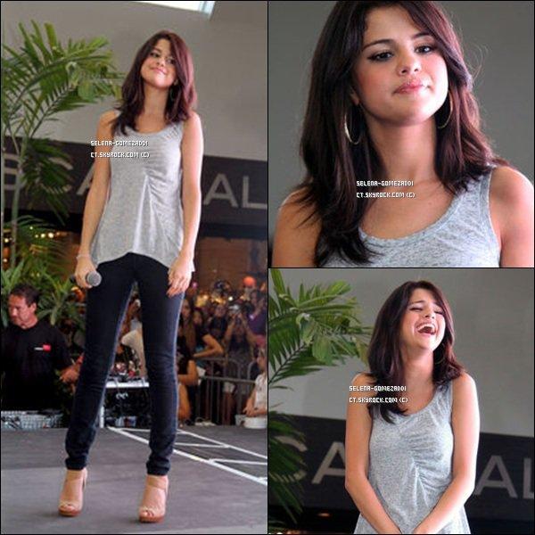 _ 21 juin : Selena, toujours en promo pour Monte Carlo, était à Miami.Top ou Flop ? _