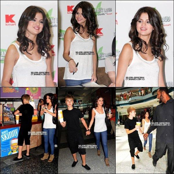 _ 19 août : Selena faisant la promotion de Dream Out Loud dans un magasin K-mart puis plus tard Jelena se promenait dans un centre commercial de Philadelphie.Top ou Flop ? _