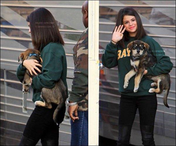 _ 24 octobre : Selena promenait pour la première fois Baylor.Top ou Flop ? _