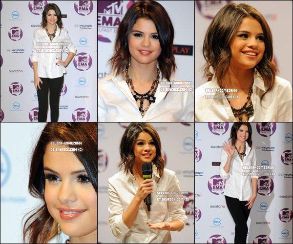 _ 05 novembre : Jelena se sont rendus à une conférence à l'occasion de la préparation des EMA.Top ou Flop ? _