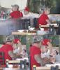 Justin et sa famille dans un restaurant de sushis