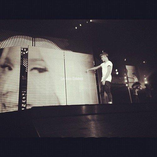 Photos diverses et vidéo de Justin + Photo ajoutée sur instagr.am