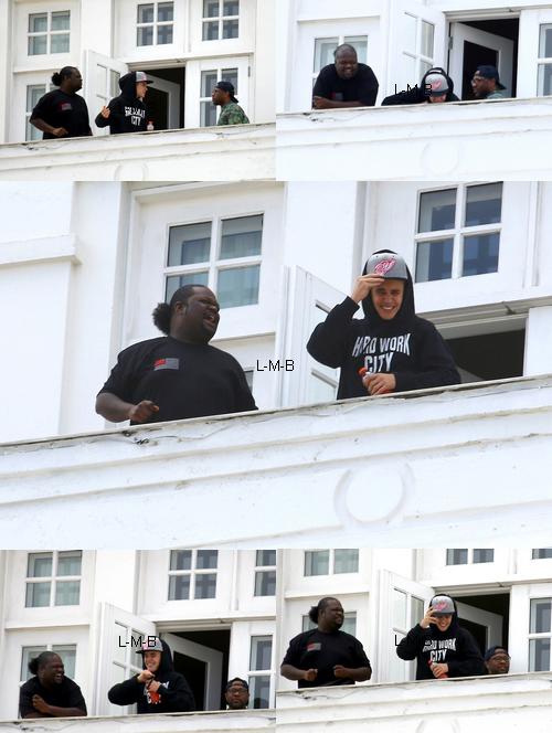 Justin saluant les fans à Rio de Janeiro