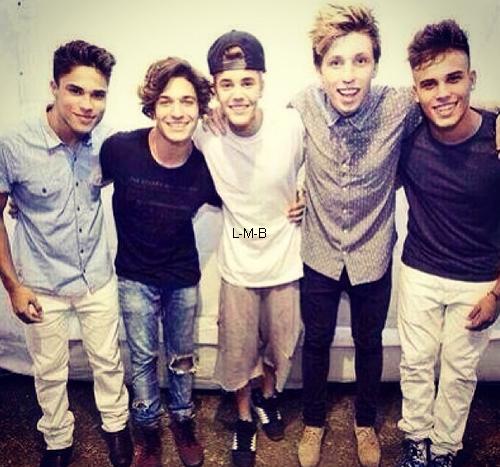 Photos diverses de Justin + Photo postée sur Instagram et vidéo postée sur Viddy