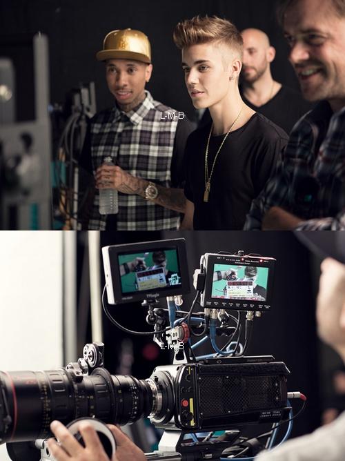 Photos du Behind the scenes de la vidéo de Wait for a minute