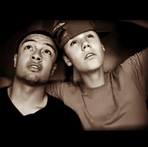 Photos et vidéo de Justin + Vidéos postées sur Viddy